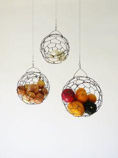 Hängenden Draht Früchte oder Gemüse Sphäre Korb von CharestStudios