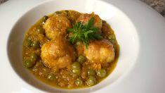 Albóndigas de pollo con verduras. Emplatado Carne Picada, Albondigas, Curry, Chicken, Meat, Ethnic Recipes, Food, Sauces, Easy Recipes
