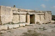 Hagar Qim (Malta) / Neolith. Temple /  (4th millenium BC).