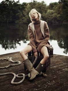 Warm on top, cold on bottomhttp://www.mariodelarenta.com/2014/10/into-the-wild-vogue-paris-november-2014-anja-rubik.html