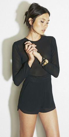 simple but statement. Black silk chiffon shorts and black chiffon long sleeve top. Mode Chic, Mode Style, Short Noir, Inspiration Mode, Minimal Fashion, Minimal Chic, Looks Style, Her Style, Passion For Fashion