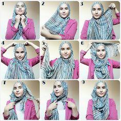 1. Letakkan shawl di kepala, sama panjang, ga perlu dilipat-lipat 2. Bawa semua bagian ke depan lewat bahu kanan dan ambil sisi yg terdekat 3. Putar ke atas kepala 4. Sematkan 5. Ambil sisi yg menjuntai 6. Putar lagi ke atas kepala lalu sematkan 7. Sisa yg tadi diputar, sembunyikan di dalam shawl 8. Pasang peniti 9. Selesai #hijabtutorialbyzahra