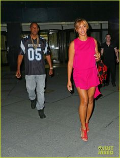 beyonce jay z are all smiles stepping out nyc 05 Beyonce is pretty in pink while stepping out with her husband Jay Z on Wednesday evening (June 4) in New York City. The 32-year-old singer was all smiles for…