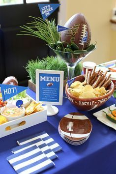 Host a HOT Football Viewing Party {free printables} Football Party Decorations, Football Party Foods, Football Tailgate, Football Birthday, Tailgate Food, Football Food, Football Parties, Football Decor, Superbowl Decor