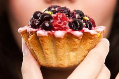 What's that donut doing to your body? How about that café latte? It's about more than weight gain! Learn 7 scary things processed sugar does to your body.