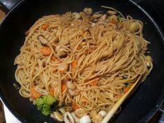 Gebratene Nudeln mit vielen shrimps Spaghetti, Ethnic Recipes, Food, Meal, Essen, Hoods, Meals, Eten