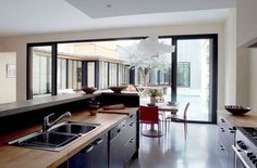 House Bordeaux: 320 m² to live in couple - Interior Design Kitchen, Interior Decorating, Corner Sofa Living Room, Small Kitchen Storage, Kitchen Hardware, New Kitchen, Home Kitchens, Sweet Home, New Homes