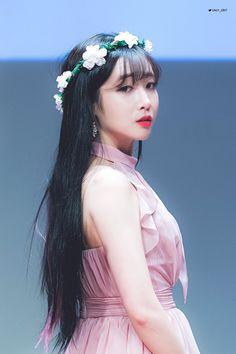 #jiae Kpop Girl Groups, Korean Girl Groups, Kpop Girls, Lovelyz Jiae, Photo P, Woollim Entertainment, Girl Bands, Best Face Products, South Korean Girls