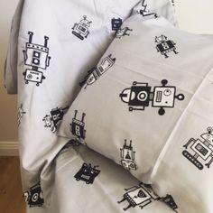 We, Robots Doona Cover Set by Ooh Noo #bedding #kidsbedding #boysbedding #robots #androids #kidsroom #kidsroomideas #oliverthomas #oohnoo