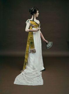Dress 1800. Sash and fan.  The Museum of Fine Arts, Boston