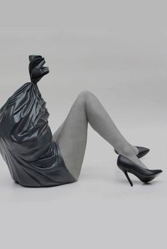 sit-haiiro-artist-Half woman half trash sculpture