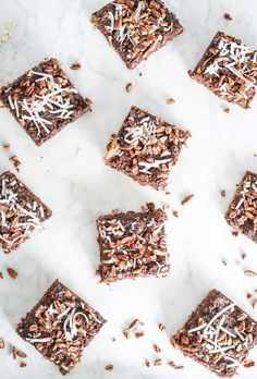 These German Chocolate Dessert Bars are incredibly rich without all the sugar. It's made without flour, and wholesome better for you sweeteners German Chocolate Bars, Flourless Chocolate, Healthy Chocolate, Chocolate Desserts, Breakfast On The Go, Quick And Easy Breakfast, Back To School Lunch Ideas, Homemade Granola Bars, Sweet Bar