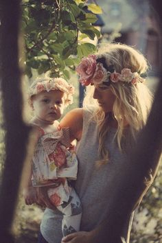 Fun photoshoot idea: earthy setting + flower crowns.
