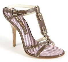 Dsquared sandals with high heel and seams in evidence available in brown... http://www.fashionforstyle.it/01scarpa-donna/16439399-sandalo-talto-cuciture.html