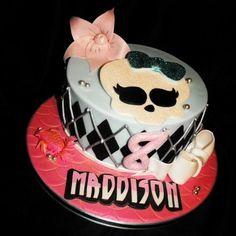 Monster High cake - by deedee1978 @ CakesDecor.com - cake decorating website