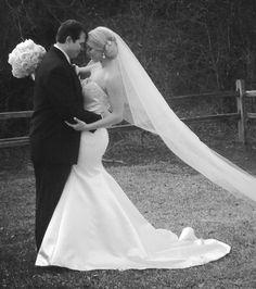 Wedding photo bride groom veil black white outside mermaid gown classic