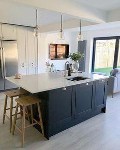 50 Best Modern Kitchen Design Ideas - The Trending House Kitchen Diner Extension, Open Plan Kitchen Diner, Open Plan Kitchen Living Room, Kitchen Dining Living, Kitchen Family Rooms, Home Decor Kitchen, New Kitchen, Home Kitchens, Kitchen Ideas