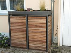Die Mülltonnenbox Holz Lärche mit Alu wird ohne Lochung, mit Vierkantlochung o… The garbage bin box wood larch with aluminum is delivered without perforation, with square holes or round holes in two colors. Garbage Can Storage, Garbage Shed, Recycling Storage, Storage Bins, Pergola Garden, Backyard Landscaping, Bin Shed, Bin Store, Shed Homes