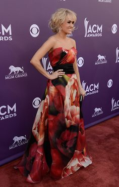 Celeb Diary: Carrie Underwood @ 2013 Academy of Country Music Awards
