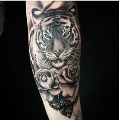 Tigress Tattoo Designs and Ideas Stomach Tattoos, Up Tattoos, Future Tattoos, Rose Tattoos, Body Art Tattoos, Hand Tattoos, Sleeve Tattoos, Tattoos For Women, Tiger Tattoo Thigh