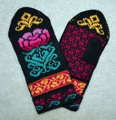 Traditional Norwegian / Scandinavian   Hand Crafted 100% Wool Mittens Please check out fine Norwegian hand crafted wool mittens with style!
