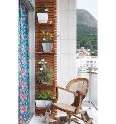 Morar em um apartamento com varanda pequena não é desculpa para não cultivar flores, plantas e temperos. Confira algumas ideias para você transformar o seu espaço em uma área mais colorida e viva