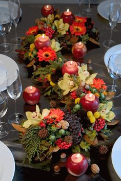 Thanksgiving Decor Ideas : centerpieces, table settings, fall wreaths and more! <3
