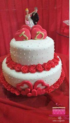 Bolo de casamento tema Rosas vermelhas. Cobertura e modelagem em pasta americana.  Ligue (98)996188839 e faça seu orçamento sem compromisso
