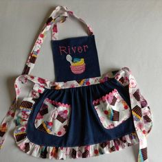 Best 12 This listing was handmade with lightweight blue denim cotton and the accent fabrics are also cotton, personalized, decorated with machine embroidery applique, ruffles and the pockets are decorated with coordinating rickrack (trim). You choose Toddler Apron, Kids Apron, Rick Rack, Jean Apron, Childrens Aprons, Cute Aprons, Sewing Aprons, Creation Couture, Machine Embroidery Applique