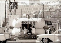 Tail o' the Pup. A hot dog stand in Los Angeles, 1967 | Photographer: Julian Wasser
