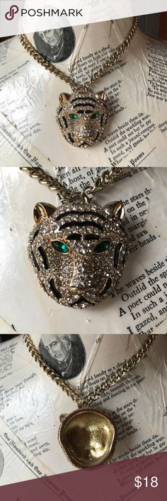 Forever 21 Crystal tiger necklace Never Worn Forever 21 Crystal tiger head necklace/ never worn/ in great condition and none of the crystals are missing/ smoke free home and thanks for looking✌️ Forever 21 Jewelry Necklaces