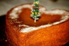 ….. ….. ….. Neste Natal houve, para além de muitas coisas, um Bolo de Laranja em forma de Coração… Obra da Tia Luisa,que cumpriu a tradição da Avó Isabelinha, que fazia sem…