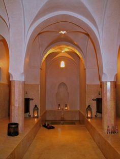 Notre hammam se situe à côté de la piscine afin que nos hôtes puissent profiter pleinement de ses prestations en toute tranquillité.