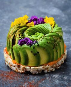 """""""The Avocado Show"""" heißt das Restaurant, das die Gründer Julien Zaal, Ron Simpson und Jaimie van Jeije Ende Februar 2017 im Amsterdamer In-Viertel """"De Pijp Bezirk""""eröffnen."""