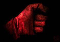 Une main de fer dans un gant de velours.