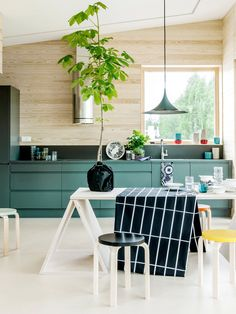 Modern and Contemporary Kitchen Cabinets Design Ideas 2 Contemporary Kitchen Cabinets, Green Kitchen Cabinets, Kitchen Cabinet Design, Teal Kitchen, Kitchen Units, Teal Cabinets, Funky Kitchen, Colored Cabinets, Diy Cabinets