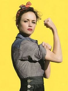 alexis bledel as rosie the riveter for glamour magazine (she'll always be rory gilmore to me! Rory Gilmore, Gilmore Girls, Alexis Bledel, Brigitte Lacombe, Rosie The Riveter, Claire Bretecher, Amy Spencer, Fangirl, Estilo Pin Up