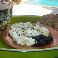 I say. This is a great start for the week.  Egg whites, cured black olives, goat cheese,  organic wheat bread and green tea. Breakfast by the pool. Ahhhh. Ready for the day