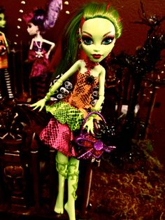 MONSTER HIGH Venus McFlytrap Embellished Outfit / Accessories. 9, via Etsy.
