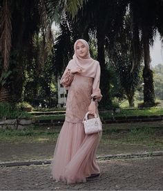 58 Super ideas for dress simple modern Dress Brukat, Hijab Dress Party, Hijab Style Dress, Batik Dress, Dress Outfits, Dress Brokat Muslim, Kebaya Muslim, Muslim Dress, Dress Brokat Modern