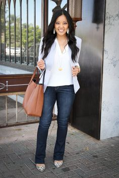 How to Wear Bootcut Jeans + 12 Outfits With Bootcut Jeans Grey blazer and white blouse cognac bag white earrings Bootleg Jeans Outfit, Jeans Outfit For Work, Jeans Outfit Winter, Casual Work Outfits, Business Casual Outfits, Outfit Jeans, Cute Outfits, Outfits With Bootcut Jeans, Blouse Outfit