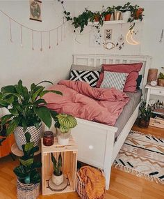 Modern Bohemian Bedrooms & Home Interior Decor Ideas: With the passage of time the demand and trend of the bohemian home decoration has been becoming the main talk of the town. Room Ideas Bedroom, Home Bedroom, Bedroom Decor, Girls Bedroom Colors, Warm Bedroom, Stylish Bedroom, Dream Bedroom, Bedroom Furniture, Cute Room Decor
