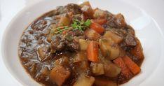Vann i Munn: Brun lapskaus Paleo Recipes, Dinner Recipes, Scandinavian Food, Pot Roast, Food Inspiration, Crockpot, Main Dishes, Food And Drink, Keto