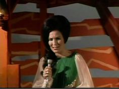 Loretta Lynn - Wings Upon Your Horns Country Music Stars, Country Singers, Loretta Lynn Songs, Conway Twitty, Coal Miners, Hit Songs, Cool Countries, Kinds Of Music, Greatest Hits
