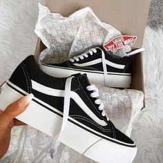 Vans que quierio Tenis Nike Air, Nike Air Shoes, Moda Sneakers, Shoes Sneakers, Vans Platform Sneakers, Vans Shoes Outfit, Jordan Shoes Girls, Girls Shoes, Vans Girls