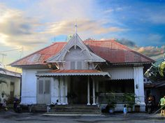 nDalem Hangabehi Kasunanan Surakarta.A pavilliun next to Sasono Mulyo. Used by the crowned prince Hangabehi in the 19th century, now used by prince Dipokusumo. Several ornaments might have changed but most of the parts of the house are relatively quite similar to as it was.