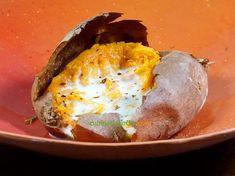 Cuisson au four toute simple avec sa peau qui devient craquante et sa chair fondante. Un délice simplissime ! Eggs, Breakfast, Simple, Food, Oven Cooking, Sweet Potato, Morning Coffee, Essen, Egg
