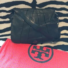 "⭐️⭐️Tory Burch Messenger Bag ⭐️⭐️ 100% AUTHENTIC and in amazing pre-loved condition! Tory Burch Kiliaen Black Leather Messenger Bag. Gunmetal hardware. Magnetic snap front flap closure. Small compact mirror inside. Width 15"", height 12"", drop 5"", handle drop 20"". Very minor signs of wear throughout (hardware and interior compact mirror have scratches). Interior fabric in excellent condition with no stains or markings.Leather is super soft and in amazing condition. Comes with dust bag. Tory…"