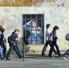 Street Art by Zilda in Rennes, France 3d Street Art, Best Street Art, Murals Street Art, Amazing Street Art, Street Artists, Graffiti Art, Art Banksy, Street Art Graffiti, Art Et Pub