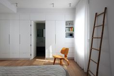 House in the village. By Studio dulu, Israel Closet Bedroom, Closet Space, New Furniture, Bedroom Furniture, Parents Room, Kids Room, Master Room, Storage Shelves, Interior Inspiration